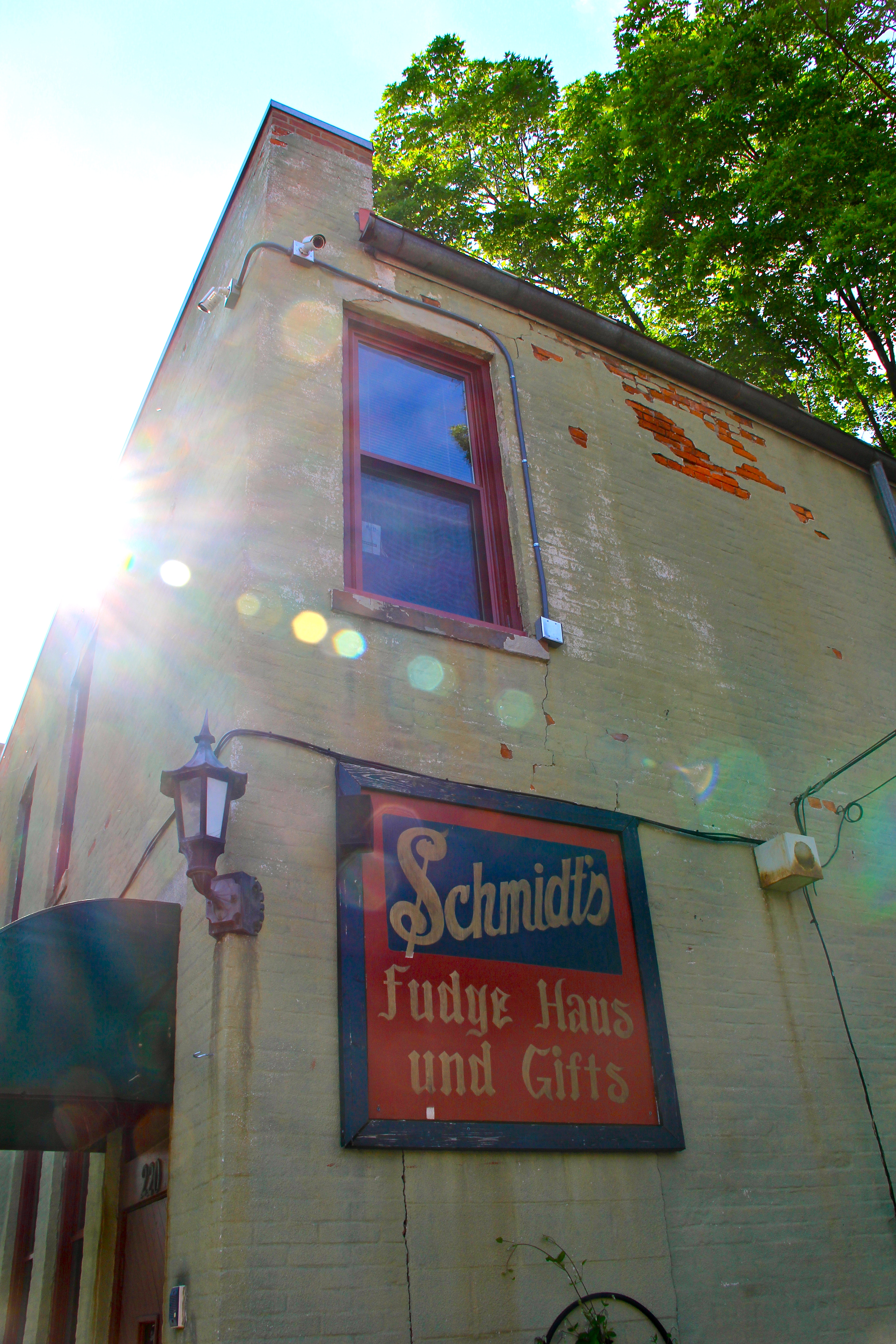 schmidts_sausage_haus_german_village_girl_about_columbus