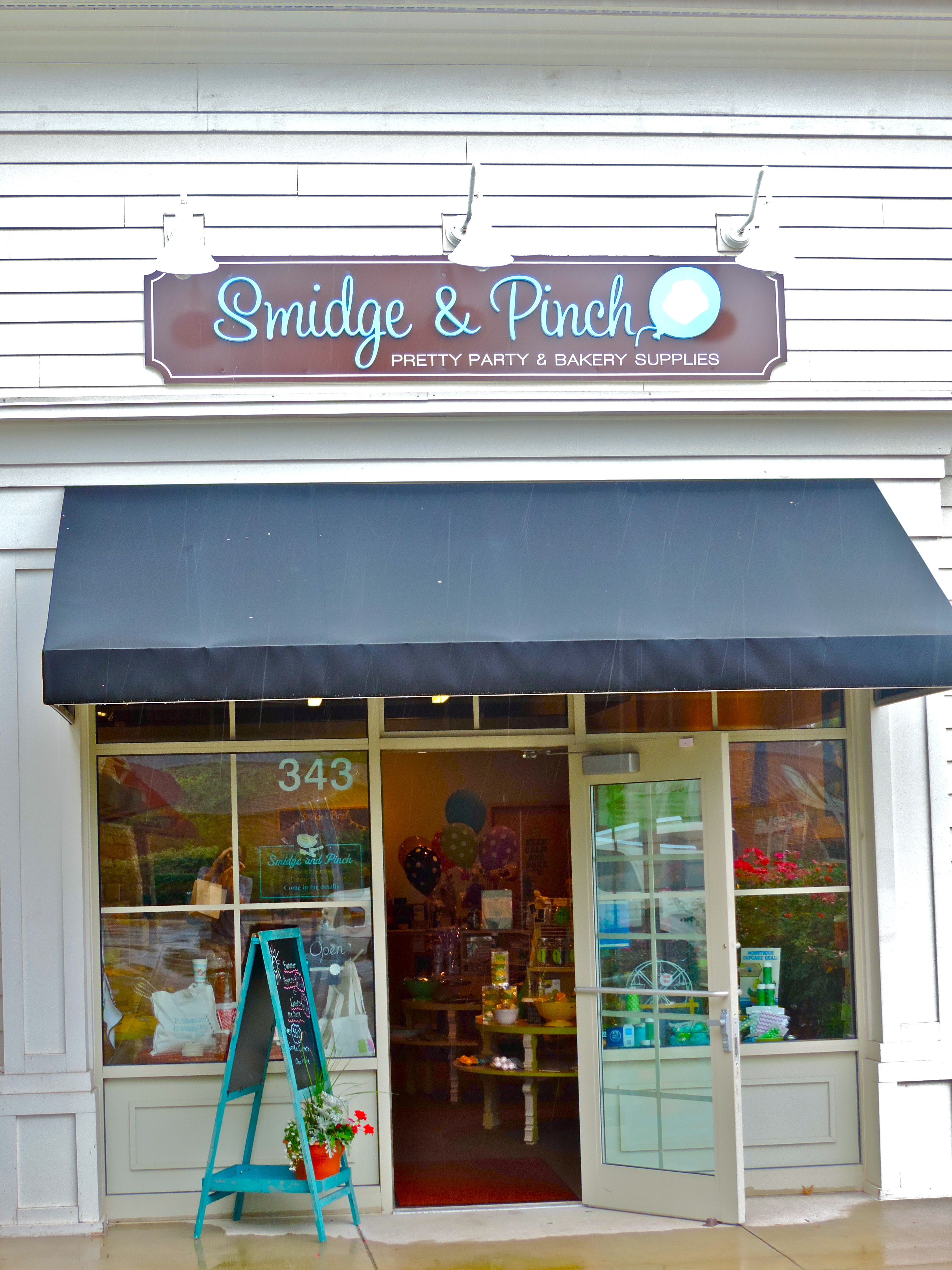 Smidge and Pinch | Girl About Columbus