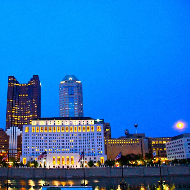 blue_moon_columbus_ohio_skyline