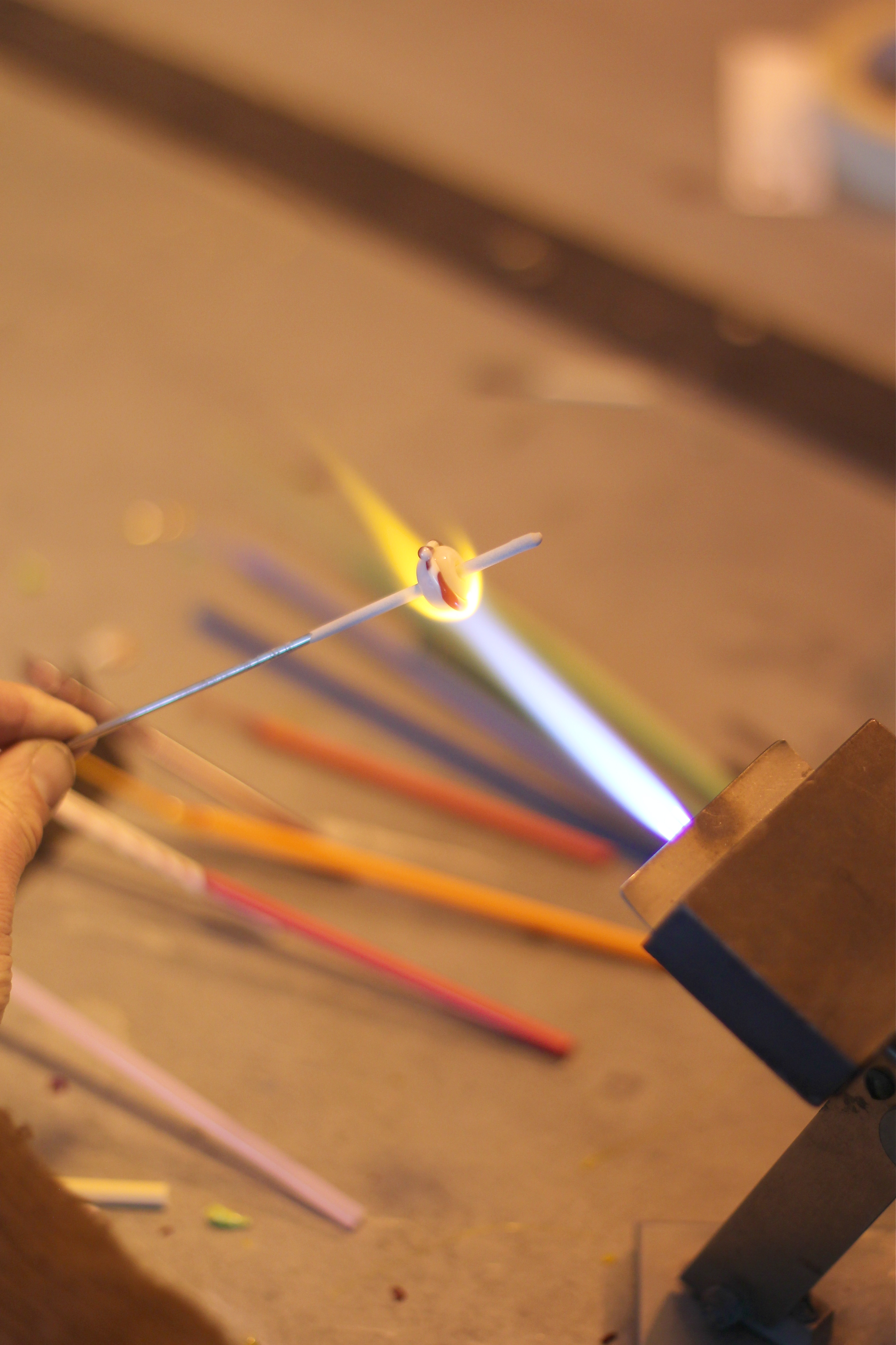 Glass_Axis_glass_blowing_columbus_ohio_girl_about_columbus