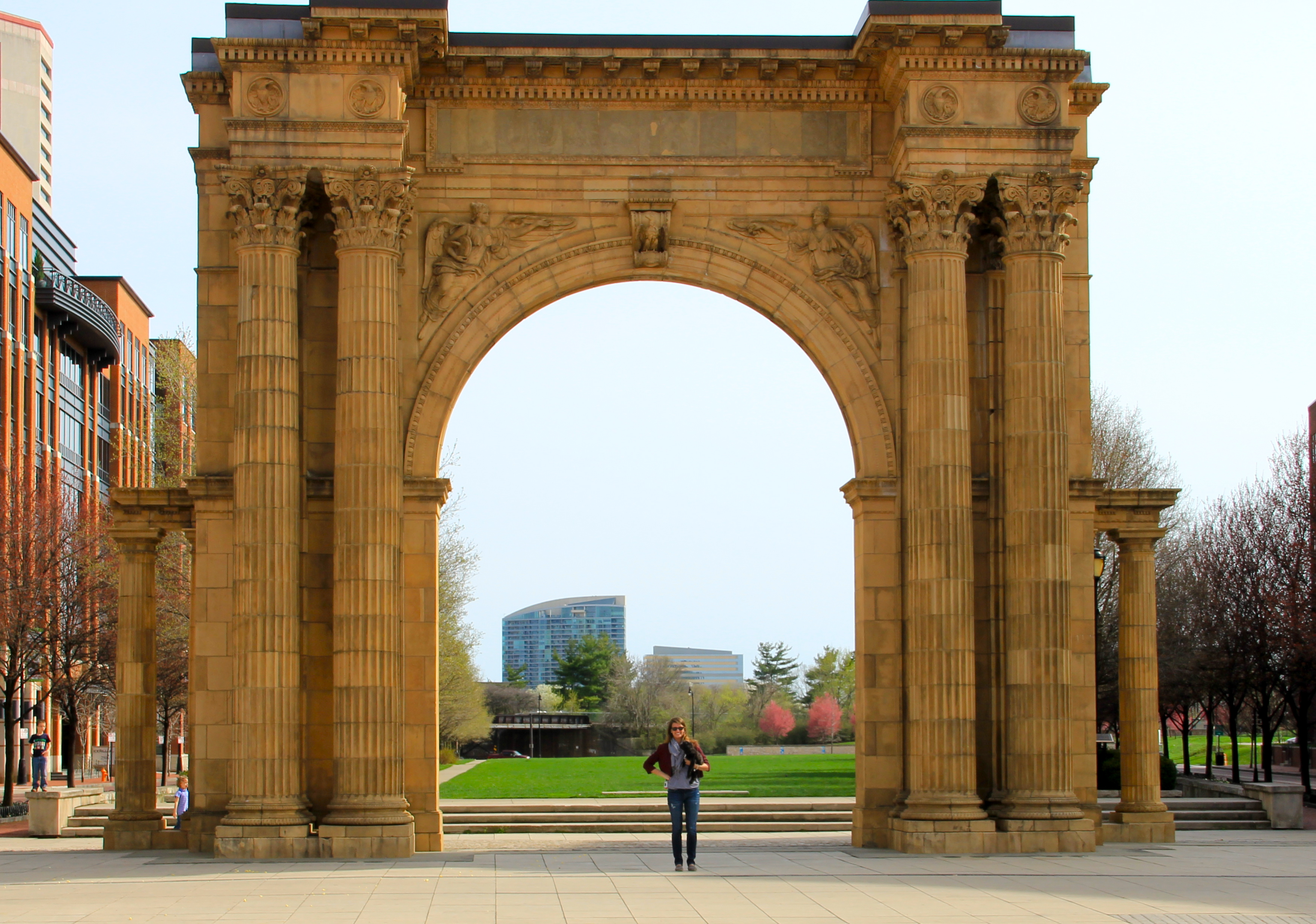 union station arch spring in columbus | girl about columbus