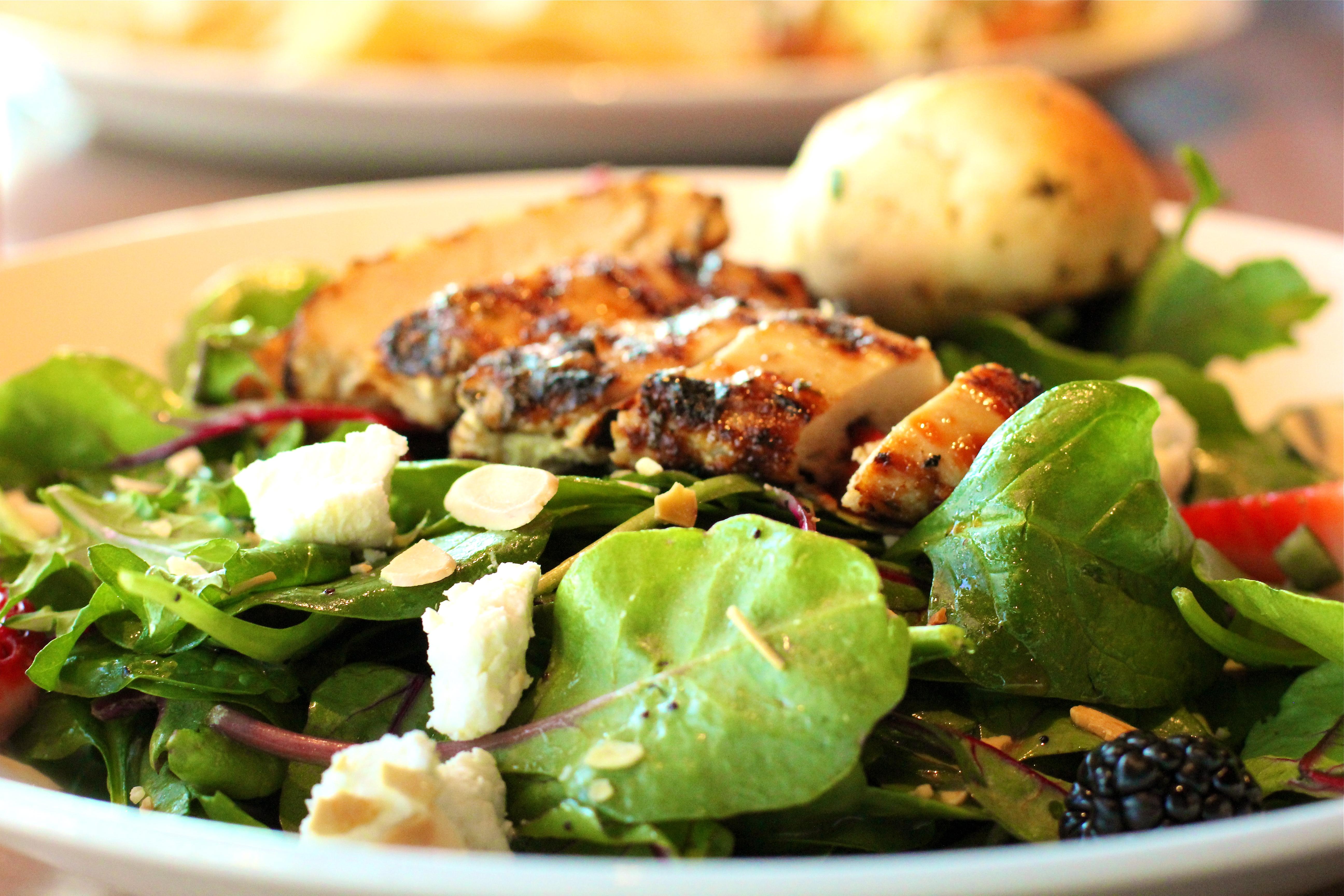 power-greens-salad-Houlihans-Upper-Arlington-Ohio-Restaurant-girl-about-columbus
