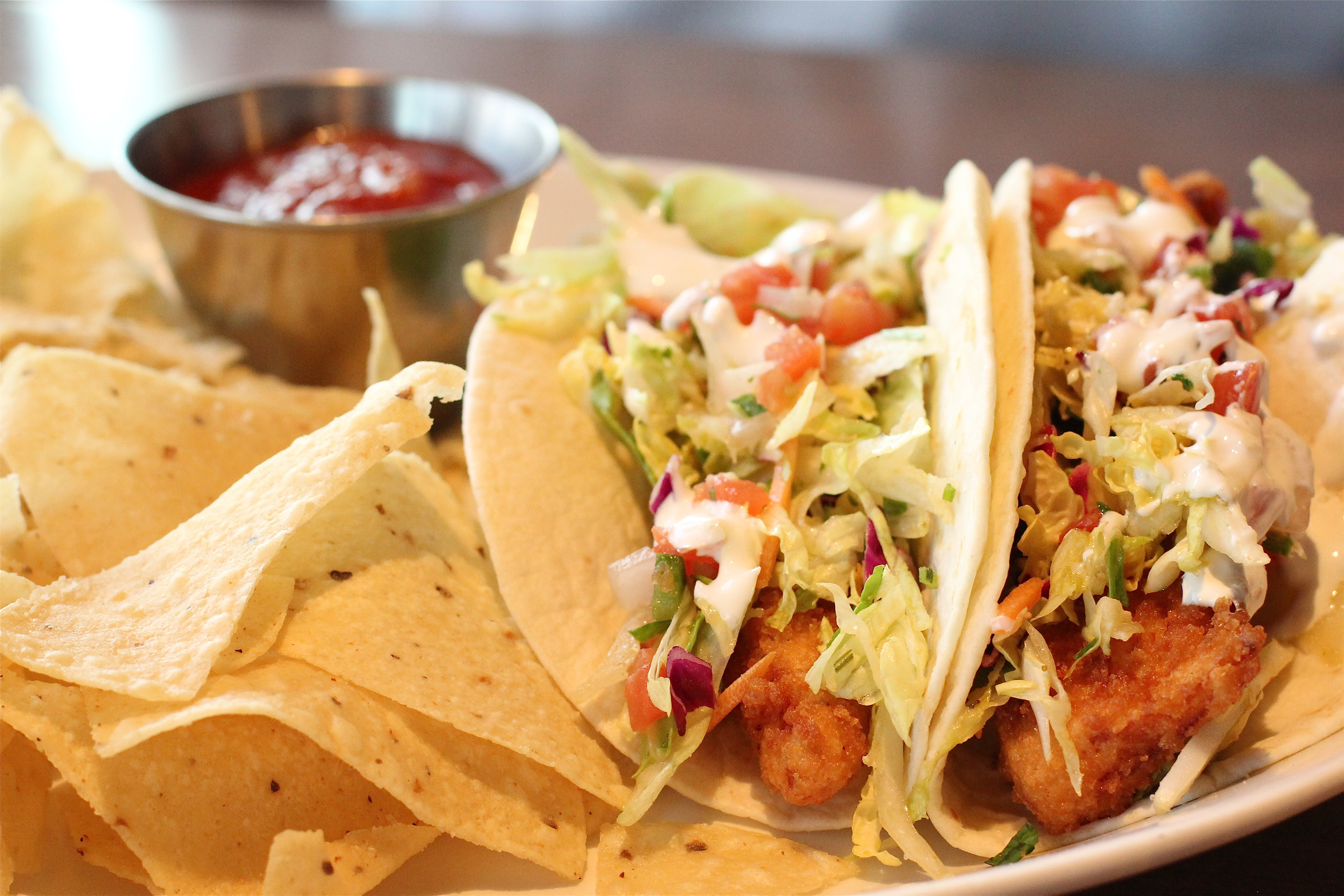 Fish-tacos-Houlihans-Upper-Arlington-Ohio-Restaurant-girl-about-columbus