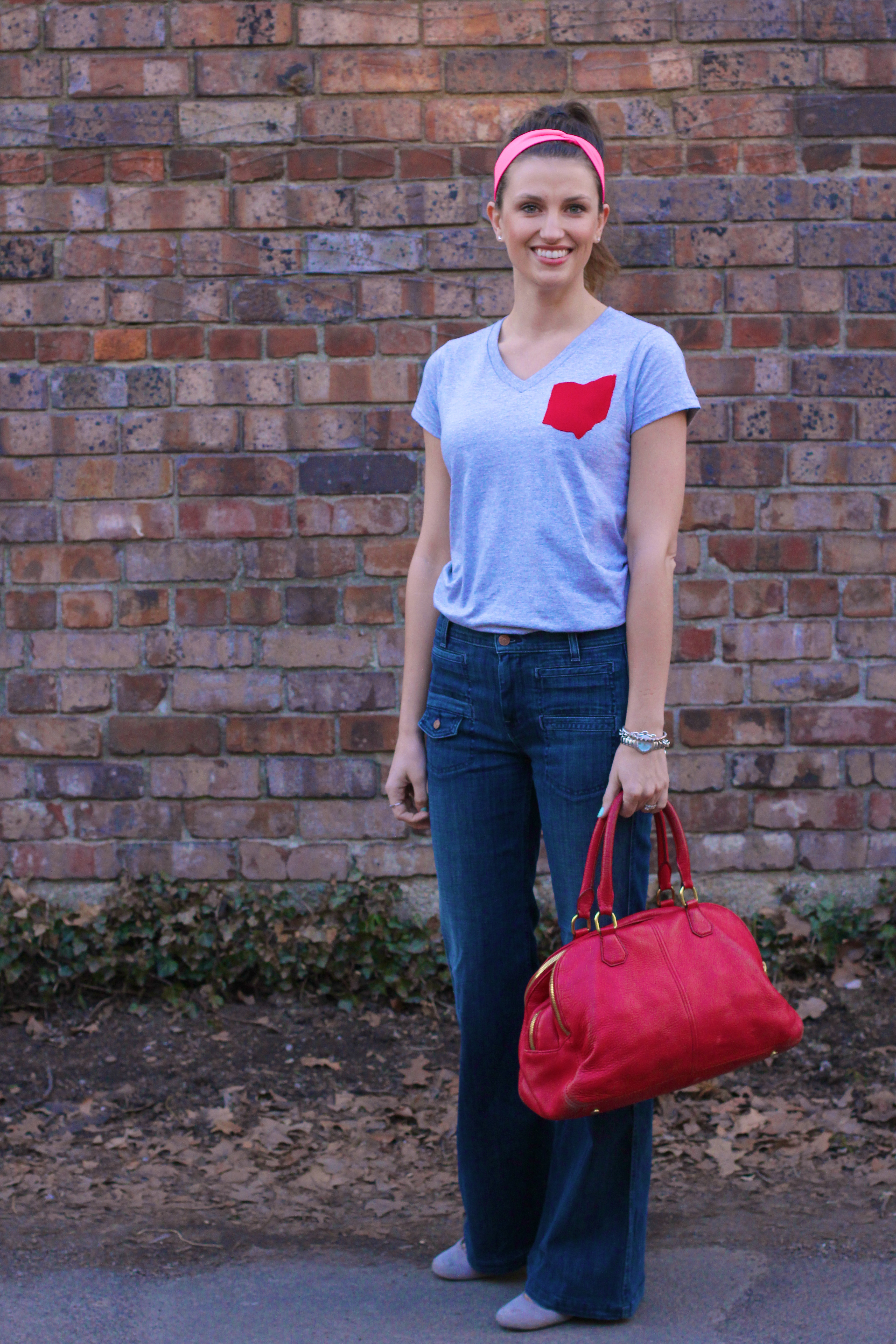 Ohio-Pocket-Tees-Scarlet-grey-vneck-girl-about-columbus