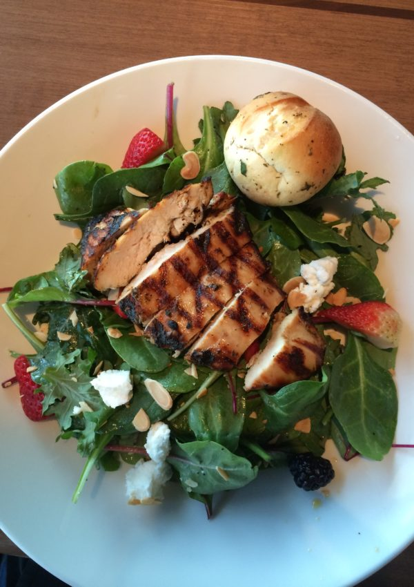 houlihans-salad-upper-arlington-restaurant-girl-about-columbus