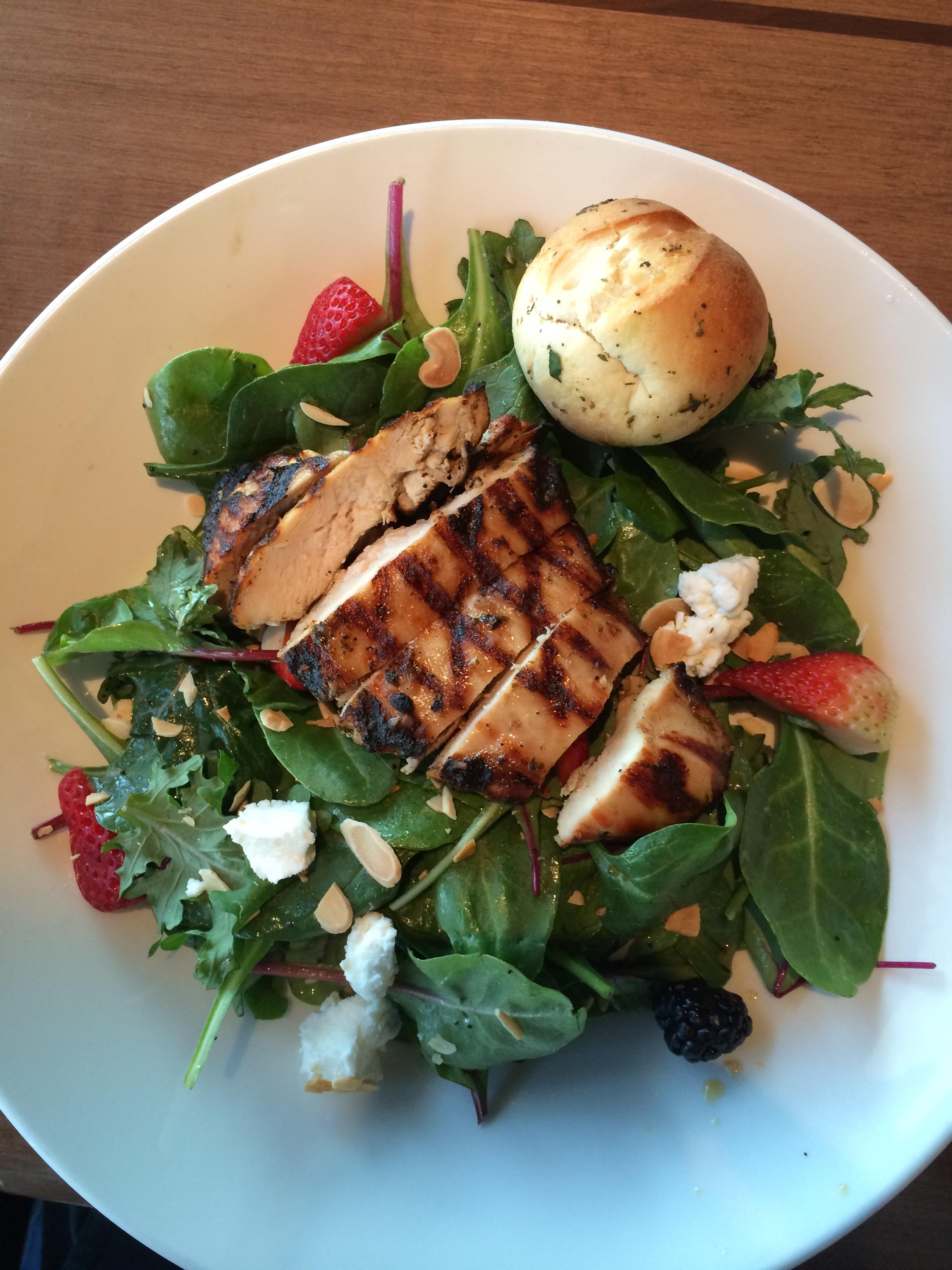 houlihans-salad-upper-arlington-restaurant-girl-about-columbus