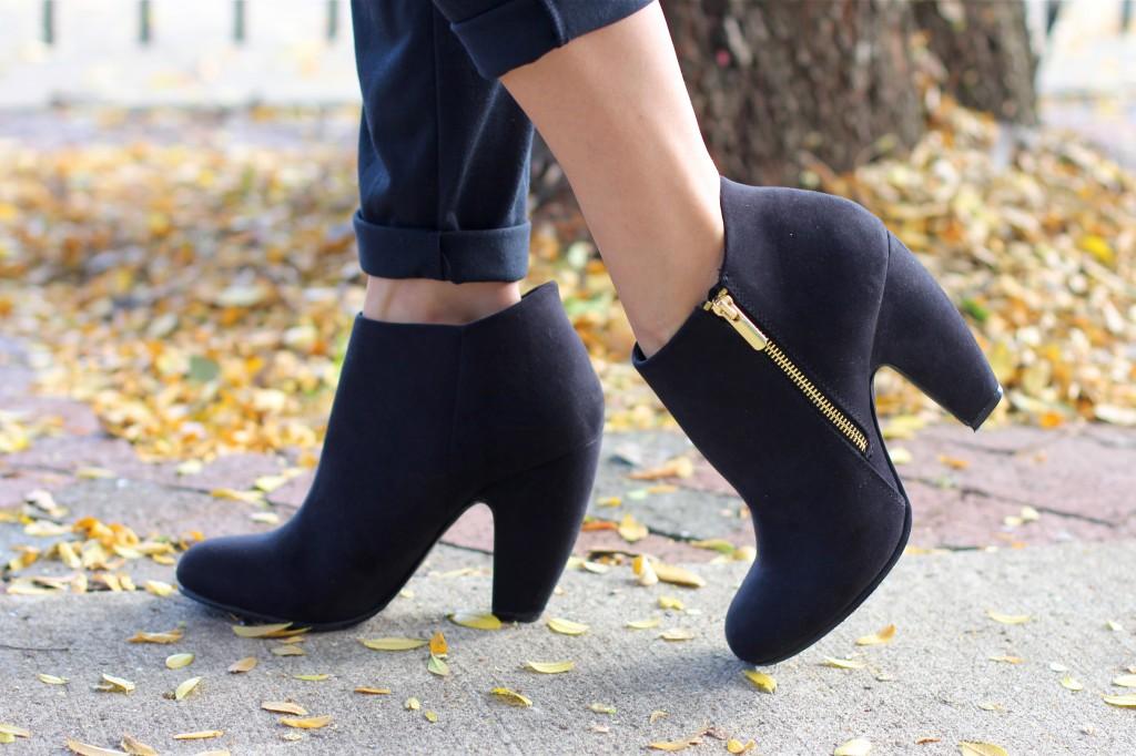 fall_black_booties_gold_zipper