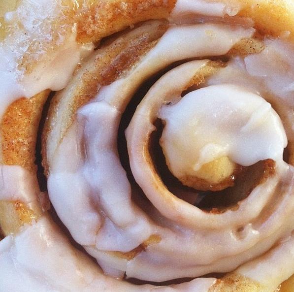 sassafras-bakery-cinnamon-roll-worthington-ohio