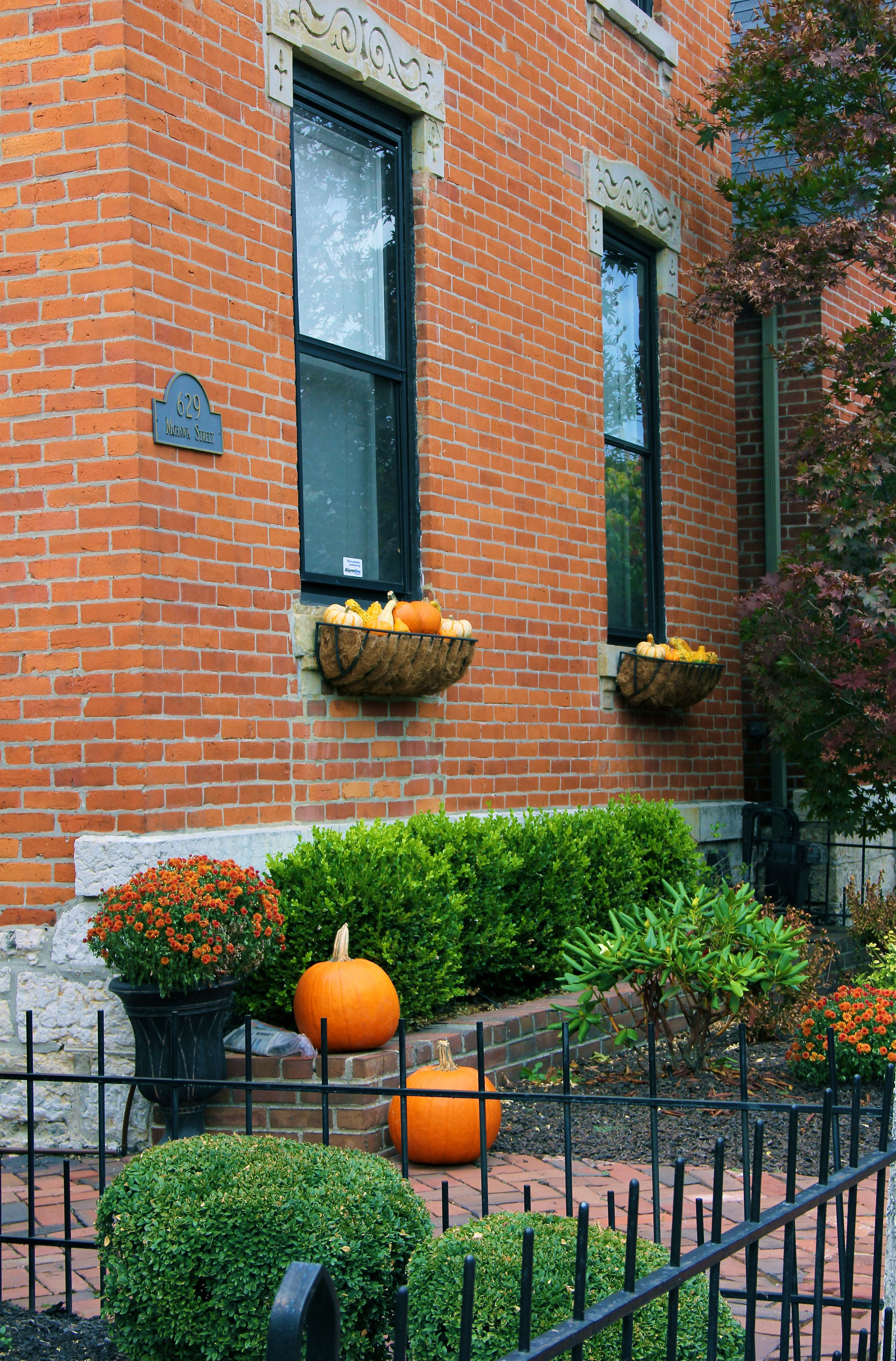german_village_fall_decorations_columbus_ohio