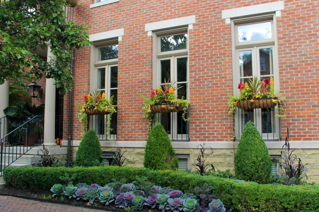 german_village_columbus_ohio_fall_window_boxes