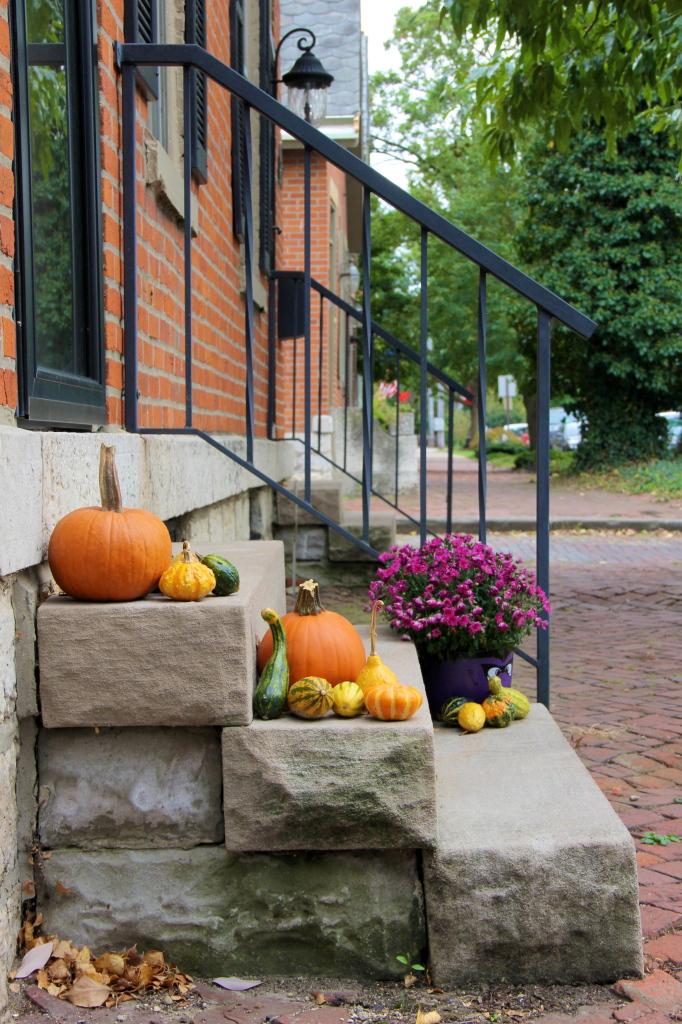 german_village_fall_decorations_columbus_ohio
