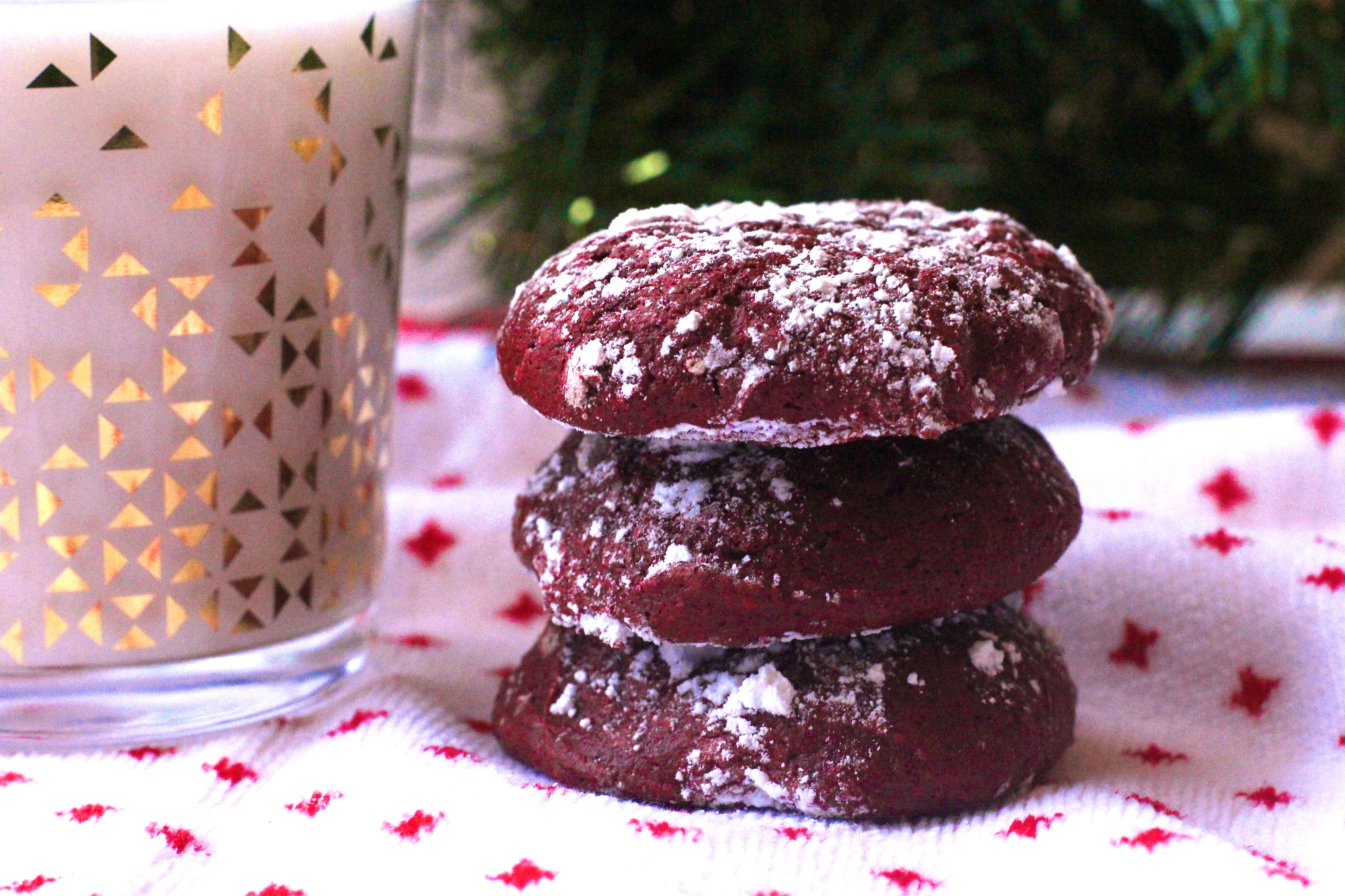 red-velvet-cookies-with-powdered-sugar