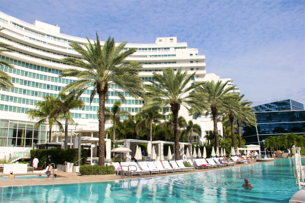 fontainebleau-pool-miami