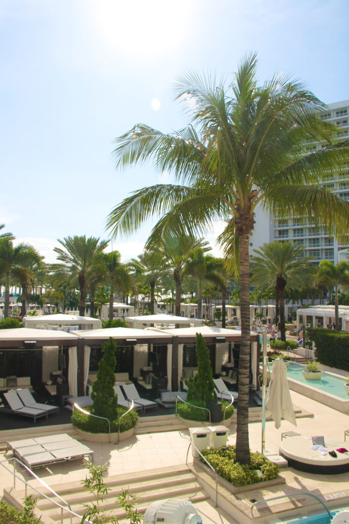 fontainebleau-pool-miami-florida
