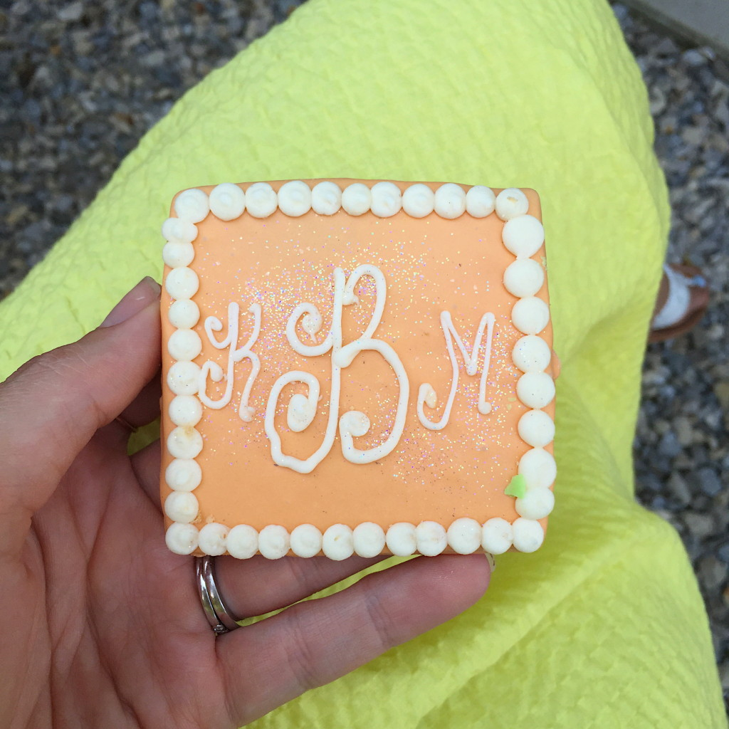 bridal-shower-monogram-cookie