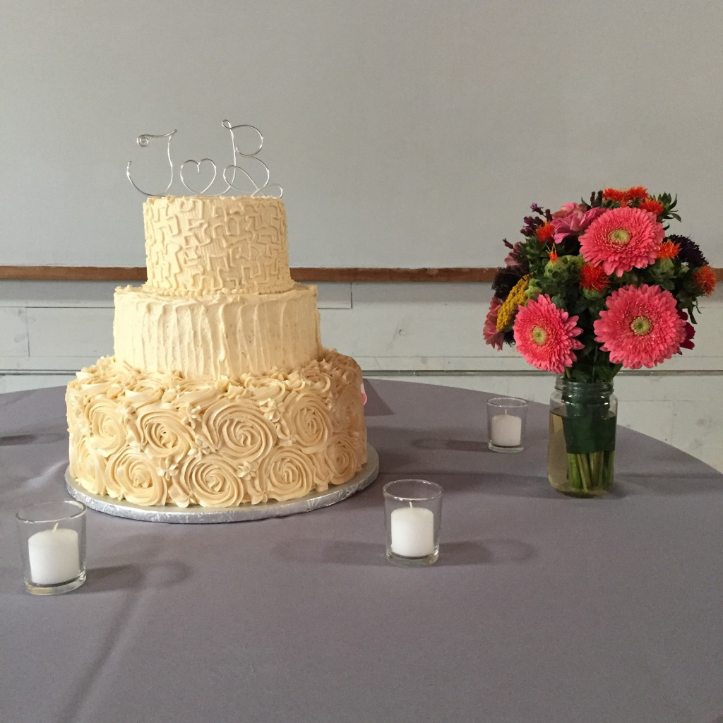 wedding-cake-and-flowers