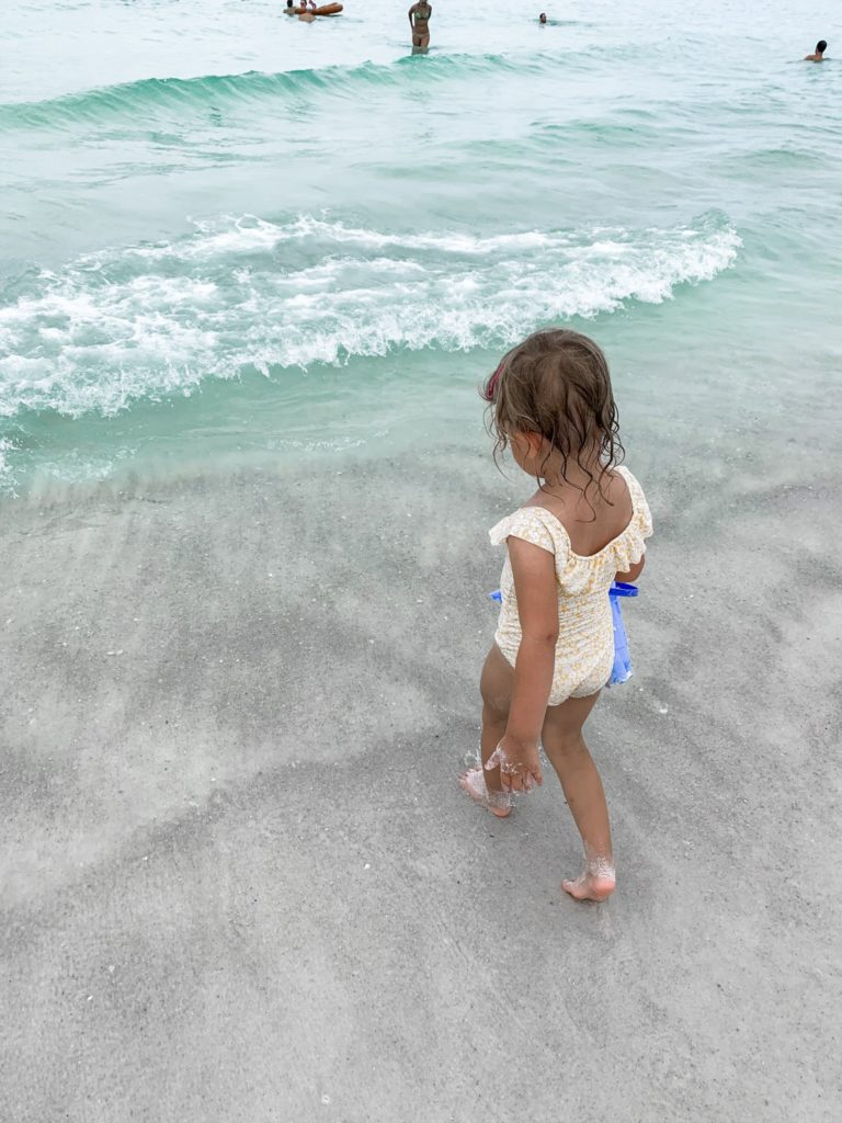 Anna Maria Island Family Vacation 2019 - girl about columbus
