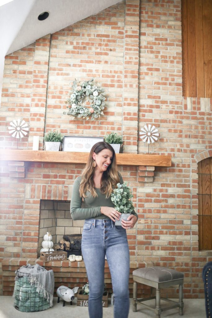 fall-decor-mantel-wreath