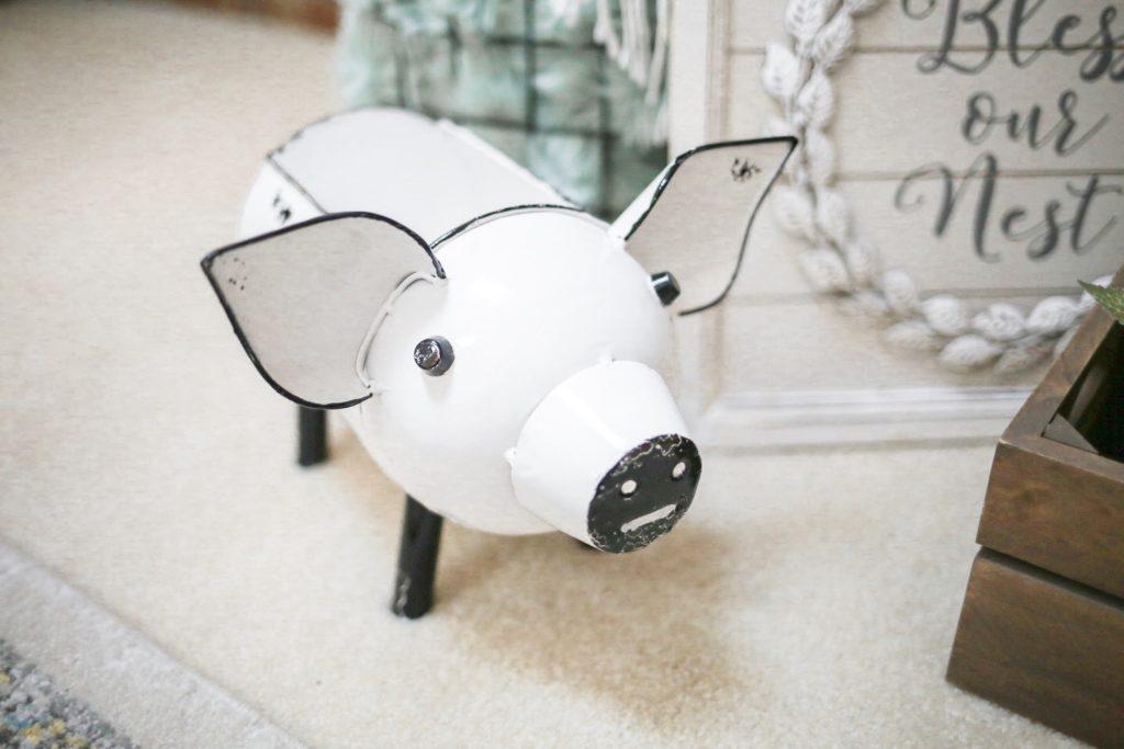 fall-decor-white-pig