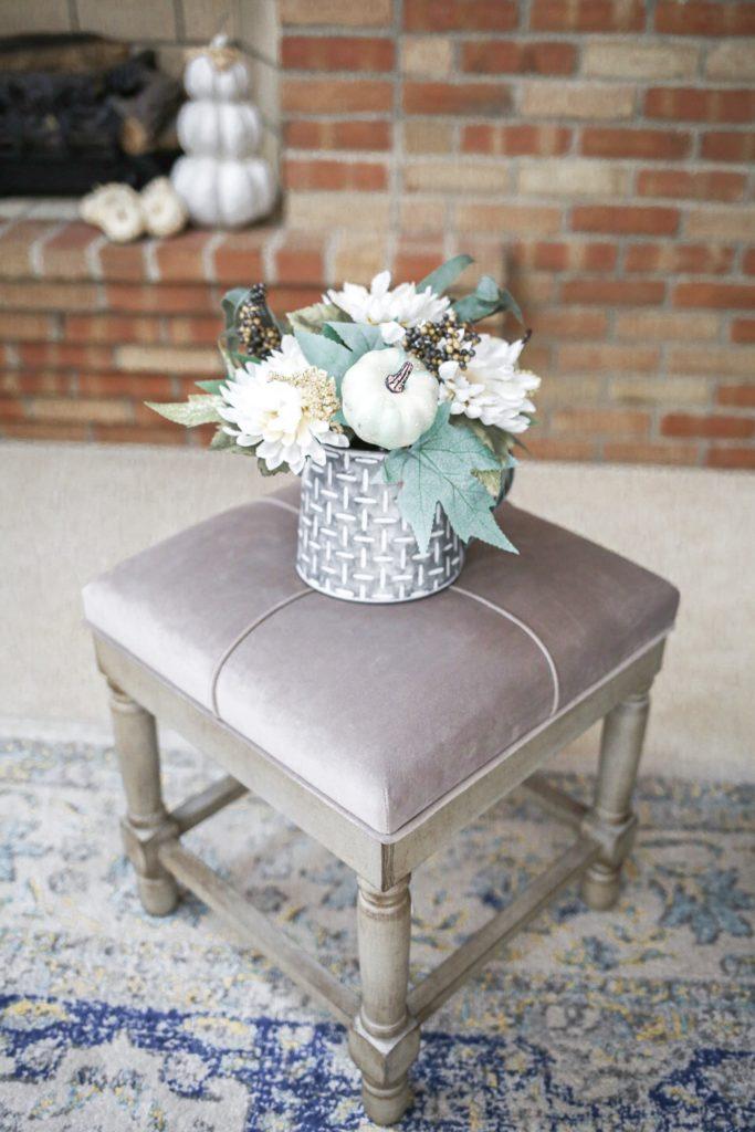 fall-decor-stool-flowers