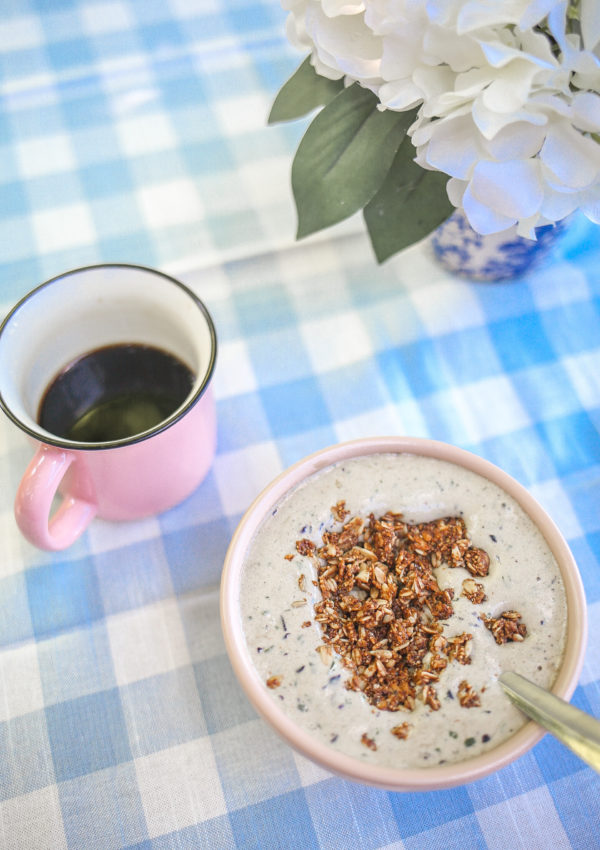 My Go-To 4-Ingredient Smoothie Bowl Recipe